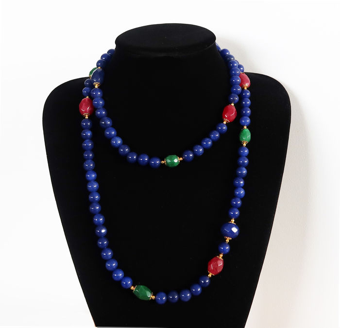 Long necklace of polished sapphires and faceted sapphires, emeralds, and rubies - 14 kt Gold clasp - 825 ct - 112.8 cm