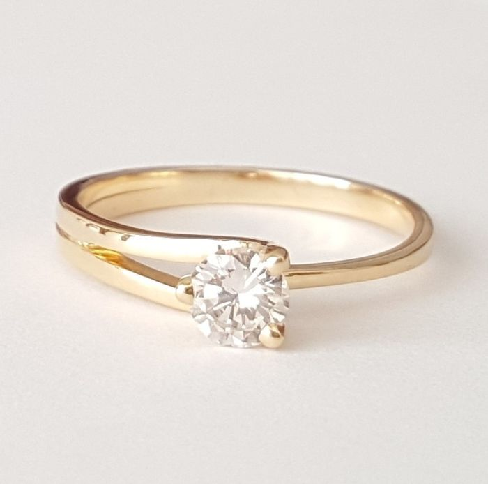 18 kt solitaire. 0.33 ct Diamond. Size 15.87 mm 50