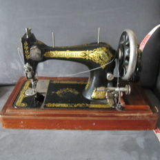Singer 28-3 sewing machine with wooden case, 1908