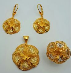 22 Ct Gold Flower Ring, Earring & Pendant set, New (Unused )  ***INVEST IN BULLION GOLD JEWELRY ***