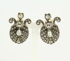 14 kt / Z2 gold and silver Victorian clip-on earrings set with many rose cut diamonds, set on silver foil
