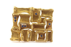 750 yellow gold brooch with sapphires