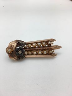 Brooch in 14 kt yellow and rose gold with micro pearls from the Bourbon era