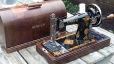 Wonderful Singer 128K manual sewing machine with related wooden cover, 1949