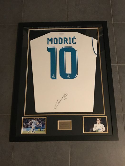 new style f3682 72073 Luka Modric signed framed Real Madrid home shirt 2017 - 2018 ...