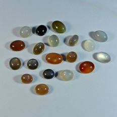 19 pieces of moonstone cabochons 151 carat / 30.2 g (19)