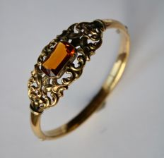 Art Nouveau bangle around 1930 with citrine 5.95 ct. (16.2 x 9.7 mm), mark of Lauer & Wiedmann.