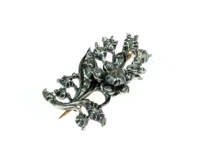 14 kt Gold and silver antique Vintage brooch, fully set with 20 rose cut diamonds