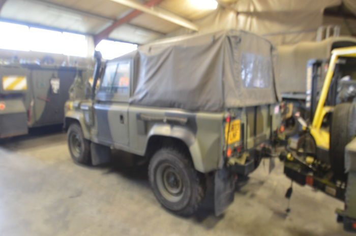 1993 UK - UK ARMY Defender 90