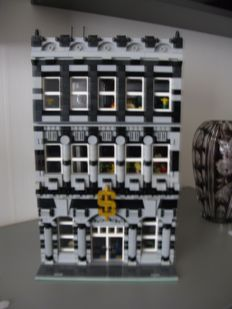 MOC - modular building national bank with furniture and 15 mini figures