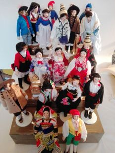 Beautiful lot of Sicilian ceramic characters with typical costumes