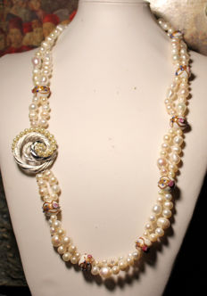 Necklace with 2 strands of pearls – old Venetian – brooch/Trifari branded clasp.
