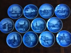 Royal Copenhagen - Twelve porcelain decorative plates of Hamburg
