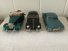 Bandai, Japan - Length 21 cm - Lot with MG TD, Plymouth cVariant and Volkswagen Beetle with friction motor, 1950s/60s