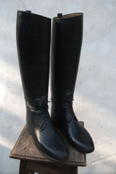 Pair of boots in leather with their shoetree - size 38
