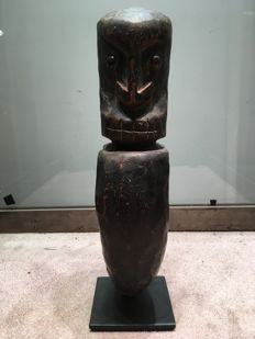 Rare and ancient Korvar carved in wood - ARE - Papua New Guinea