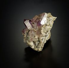 Fine Amethyst crystals with red hematite inclusions on matrix from Brandberg region - 4,4 x 4,0 x 3,7 cm - 54 gm