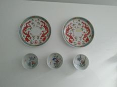 Pair of Famille Rose porcelain saucers and 3 cups - China - First half of 20th century