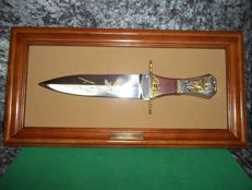 Franklin Mint - The American Frontier Eagle Bowie Knife with wooden wall display - With 24 carat gold-plated and silver-plated accents.