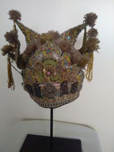 Antique embroidered children's bonnet - China - early 20th century