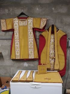 Golden and red cope and chasuble embroidered with gold thread, stole, maniple and corporal case- 19th century