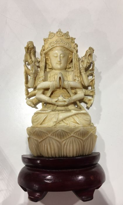 Ivory carved Guan Yin - China - early 20th century