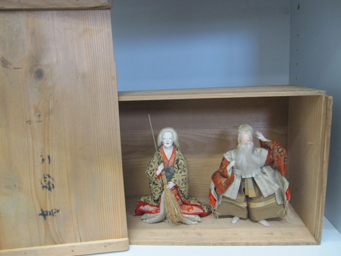 A fine pair of ningyo doll of Jo and Uba from the legend of the Two Pines Noh theatre - Japan - Early 20th century