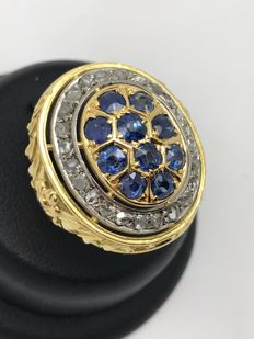 Beautiful vintage sapphire diamond ring made of 750 / 18 kt gold TWO-TONE crown with antique-cut diamonds and sapphires circa 1900 floral pattern