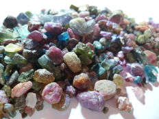 Lot with mixed raw stones 2-15 mm - 220 gm - 1100ct