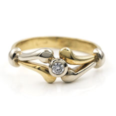 Yellow and white gold, 750/1000 (18 kt) - Cocktail ring - Set with a brilliant-cut diamond - Ring size: 13 (Spain)
