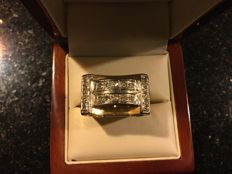 Men's two-tone signet ring with 20 diamonds 0.60 ct total weight 9.4 g, size 59