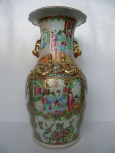 A porcelain canton famille rose vase - China - 19th century