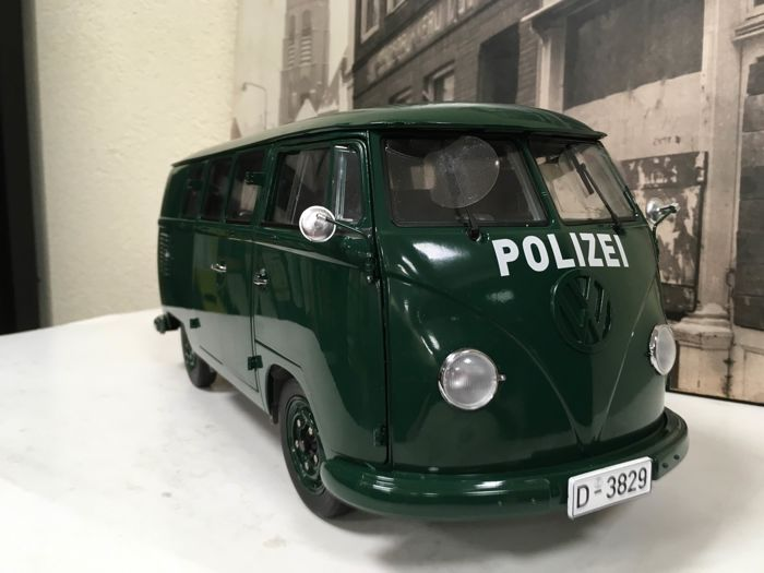 Sun Star - Scale 1/12 - Volkswagen German Police ´Polizei´ van - Green - Limited Edition 599 pieces