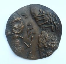 Unknown artists - bronze medal with abstract image, signed L.