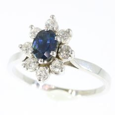 Elegant classic ring with a natural sapphire and brilliants anno 1970