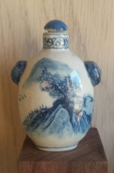 Chinese porcelain snuff bottle, landscape - China - late 20th century.
