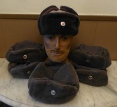 6x winter hats GDR