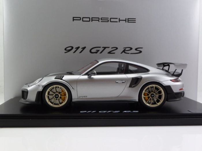 Spark - Scale 1/18 - Porsche 911 991 GT2RS - Silver / Black - Llimited Edition 1,911
