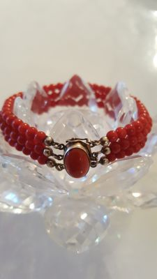 Top antique coral bracelet, oxblood gold