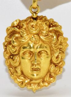 Pendant in 22 kt yellow gold, Medusa head, Florentine craftsmanship