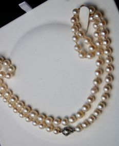 """67cm. Long necklace with Sea/Salty Akoya pearls with a shiny lustre set with 14kt. white gold """"JKA"""" lock."""
