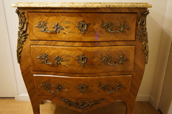 Wood veneer dresser with inlays - roses and flowers decoration - bronze and marble - Louis XV style - 1900