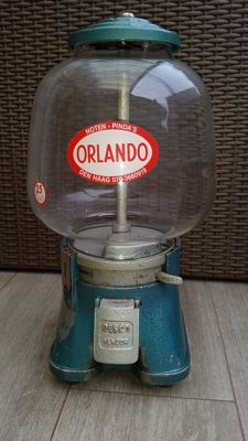Desco Holland very nice glass globe 1940s/50s. In very good condition and entirely original NUT GUMBALL VENDING MACHINE 1940/1950 very rare and hard to find