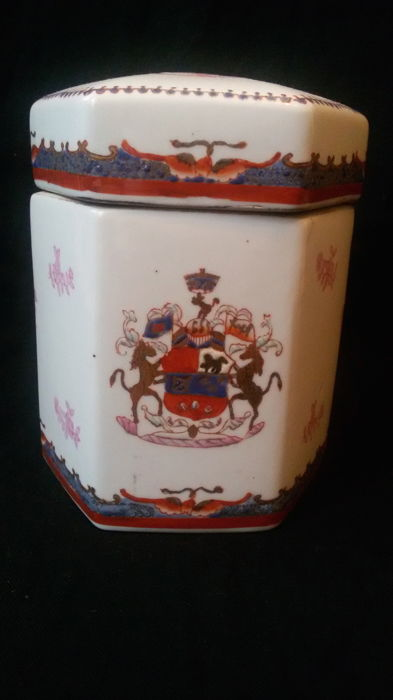 A Chinese porcelain lidded armorial jar - China - last quarter 20th century