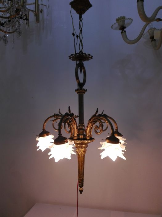 Empire style 5-arm chandelier with beautiful flower-shaped lampshades, bronze structure and glass diffuser - France - 1950 ca.