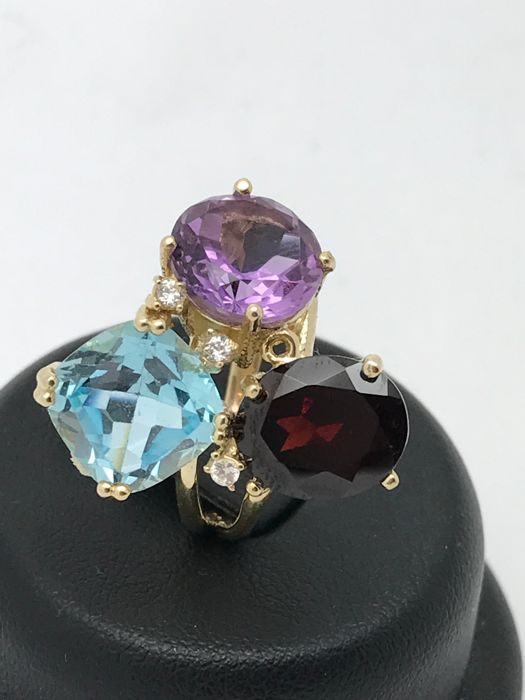 Multicolour cocktail ring with 3 different stones in three different cuts in 14 kt 585 yellow gold. Size: 58