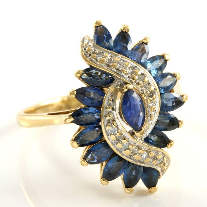 14 kt Yellow Gold 2.10 ct Sapphire, 0.04 ct Diamond Ring, Size: 6.5