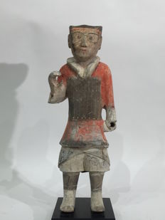 Painted weapon-bearing earthenware figurines – 47.24 cm