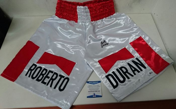 Marlboro style white boxing box with Roberto's signature Manos de piedra Duran with authenticity certificate Beckett