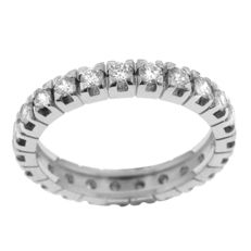 Classic 1.15 ct Diamond Band in Mint Condition. Ring size: 55-17 1/4-O (UK)